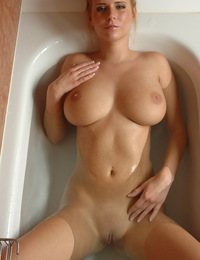 Movie of this big breasted blonde in a tub with a high pressure sprayer. - Raylene A - Relaxia