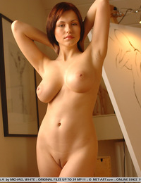 Iga does a self portrait of her large bouncy breast and curvy inviting ass while at a hot  art session. - Iga A - Assieme