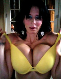 Brandy Robbins 3rd Web Cam Show 30G's in a Yellow Bra