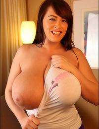 Leanne poses in PinupFiles attire