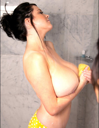 Candids of Rachel in a steamy shower